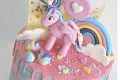 pastel-rainbow-unicorn-cake