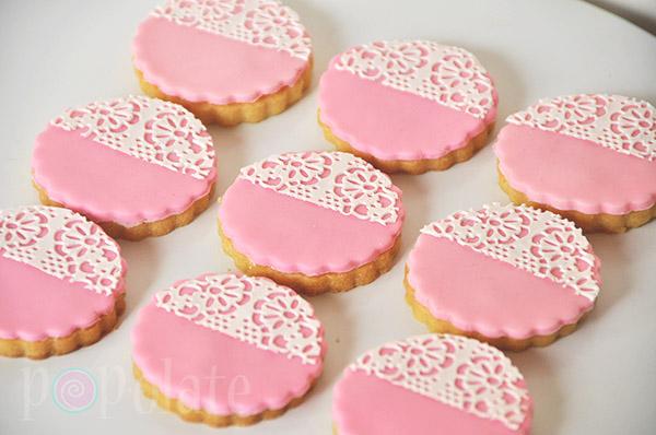 Pink lace cookies fondant